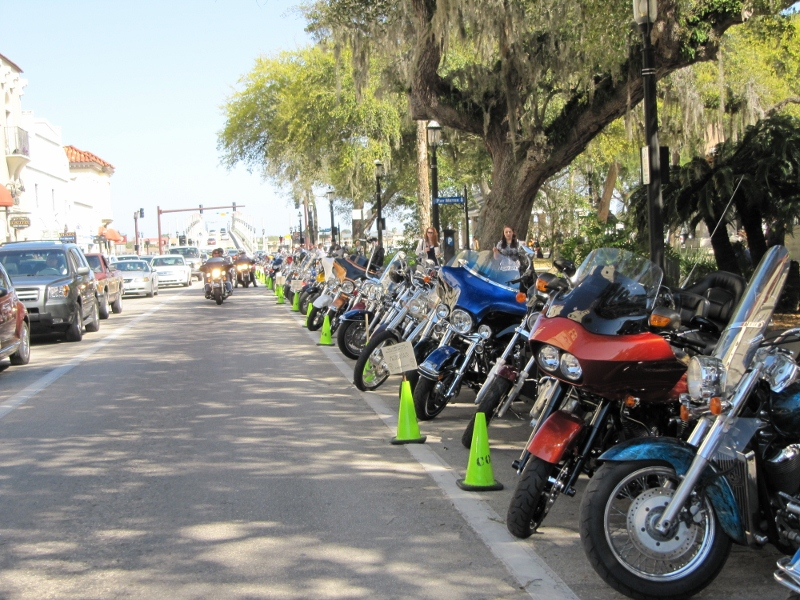 line-up-of-bikes-due-to-bike-week-800x600